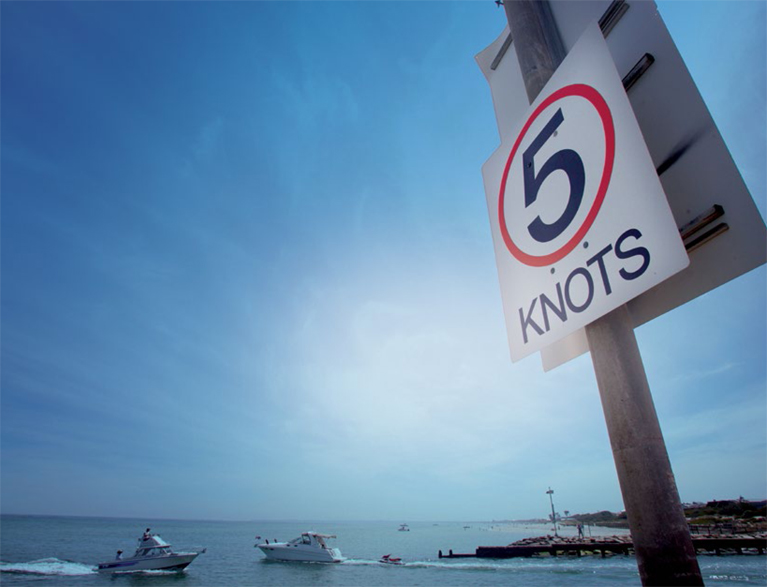 Photo of a 5 knots sign