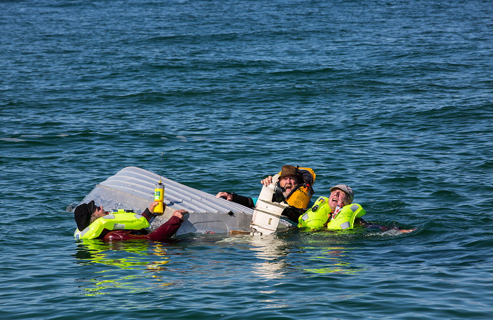 Capsized boaters